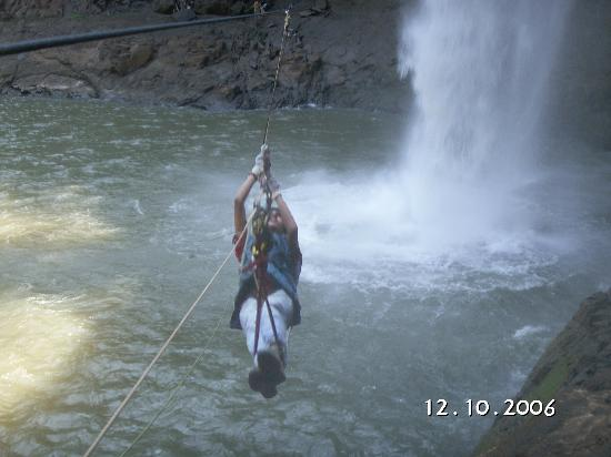 Jawhar, อินเดีย: Flying fox across the dabhosa waterfall