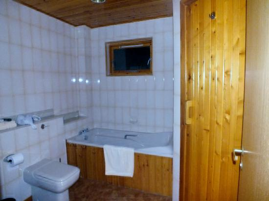 Hilton Grand Vacations Club at Craigendarroch Lodges: family bathroom with sauna