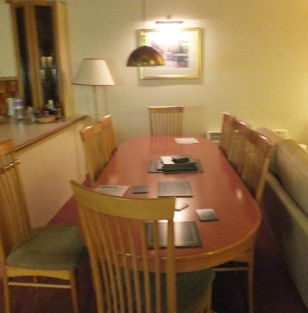 ‪‪Hilton Grand Vacations Club at Craigendarroch Lodges‬: large dining table & chairs for 8