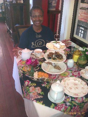Praya Palazzo: High tea at 4PM