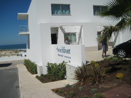 The Beachfront Apartments : Front of town home