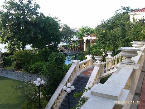 Praya Palazzo: The landscaped swimming pool