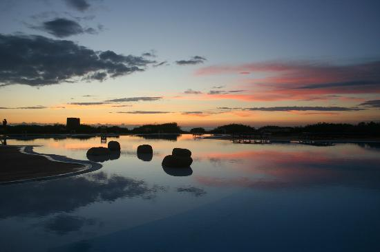 Hotel Relax Torreruja Thalasso & Spa: Sun setting over the pool