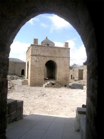 Азербайджан: BAKU: ATASHGAH Temple