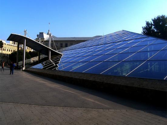 Azerbaijan: BAKU: Metro Station