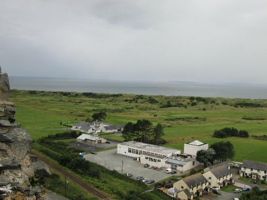 Royal St. David's Golf Club: Club house from Harlech Castle