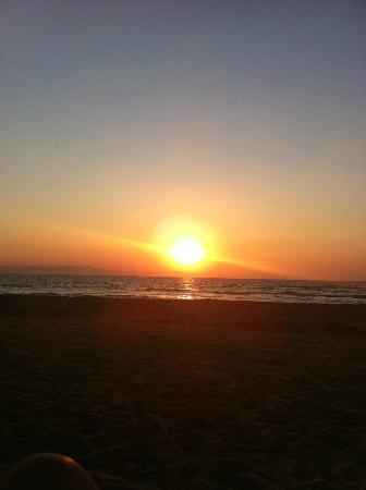 Olympia Golden Beach Resort & Spa: στιγμές χαλάρωσης στην παραλία...