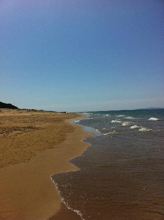 Olympia Golden Beach Resort & Spa: καθαρά νερά , χρυσή άμμος...