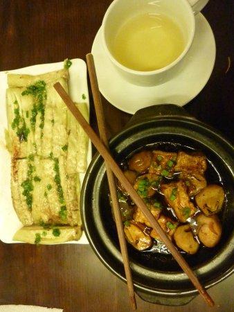 Hoa Sen: Good enough to turn this carnivore into a vegitarian!