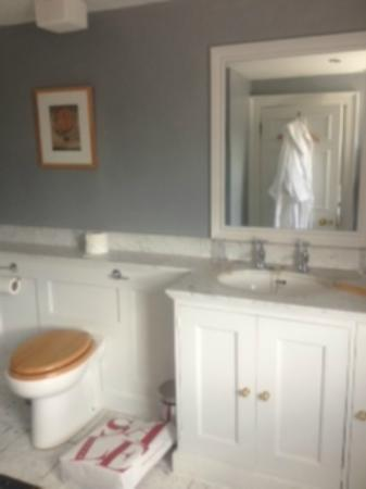 Queensberry Hotel: Bathroon and robes