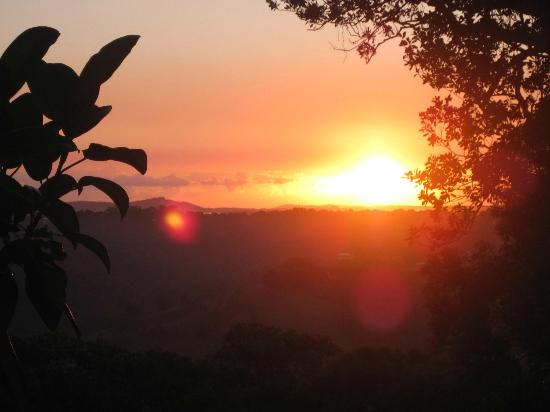 Cooroy Country Cottages: Sun rise