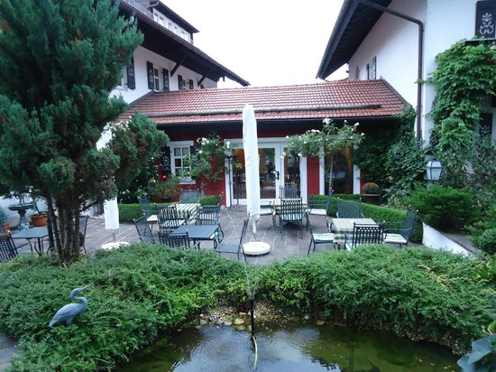 Hotel Edelweiss: View of the patio