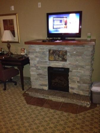 La Quinta Inn & Suites Boone: electric fireplace in some rooms