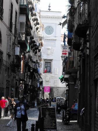 Castel Capuano: La facciata da Via Tribunali