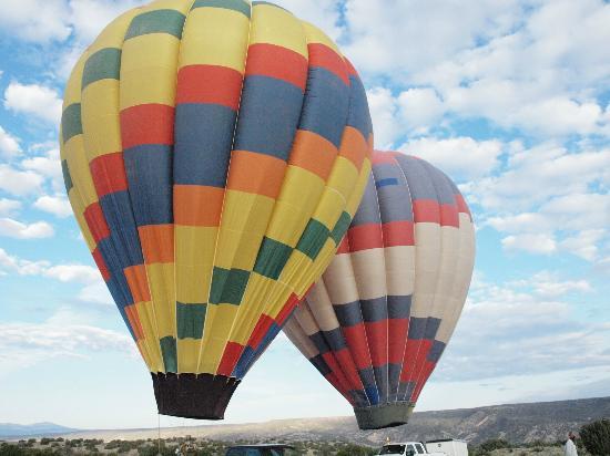 Santa Fe Balloon Company: getting the ballons ready to fly