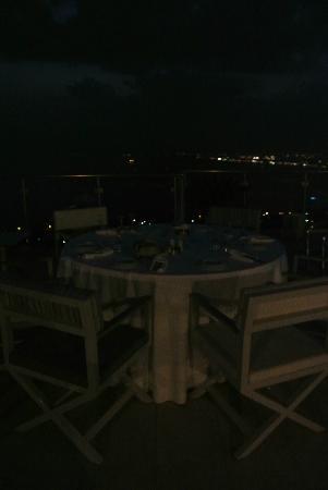 Belvedere Hotel: Dinner Service