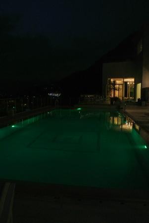 Belvedere Hotel: Pool at night