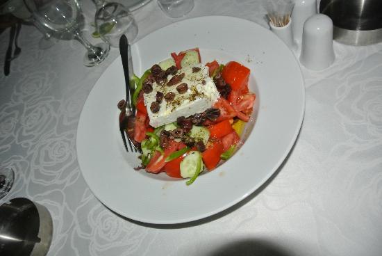 Belvedere Hotel: Greek salad with local olives