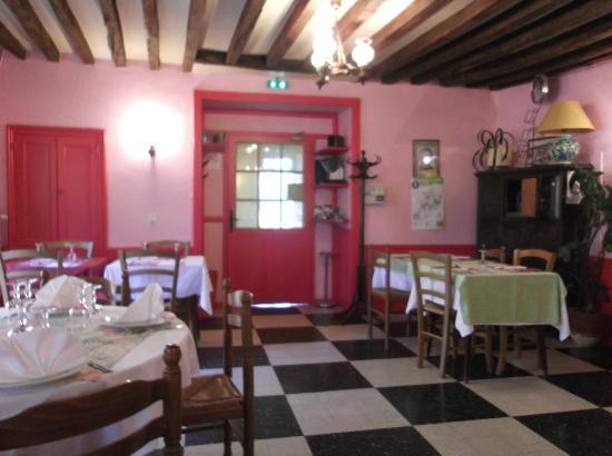 The pretty restaurant at La Boule d'Or