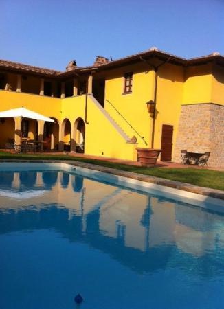 Hotel di sor Paolo: l'hotel e la piscina al tramonto