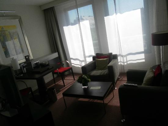 Sofitel Brussels Europe: living room