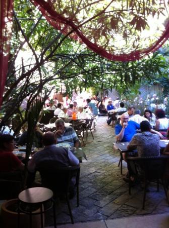 L'Epicurien : jardin interior