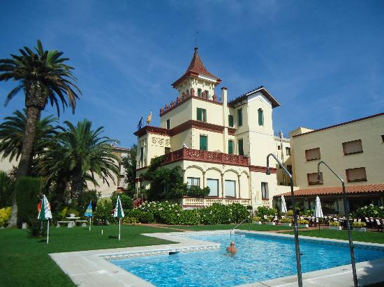 Hotel Hostal del Sol : Vistas- Hotel, Piscina, Jardines