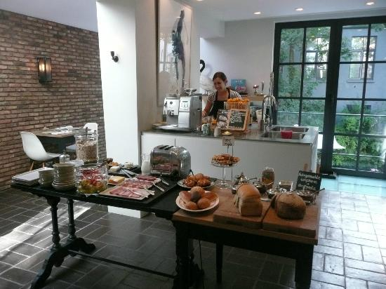 Huis Koning: kitchen and breakfast served by lynn