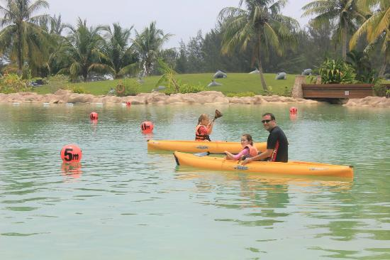 The Empire Hotel & Country Club : Kayaks are great fun - $5 for 30min