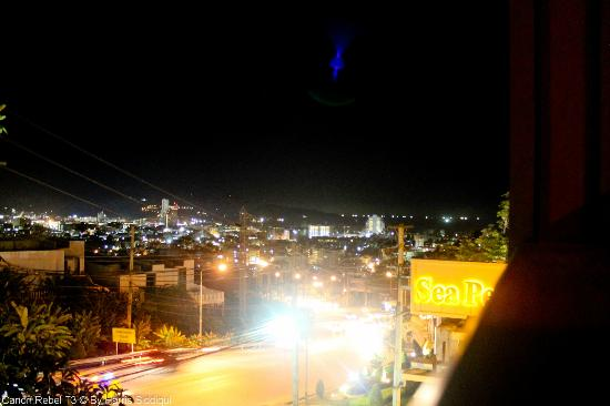 Wyndham Sea Pearl Resort Phuket: Night View of Patong Town from Upper Floor of Villa