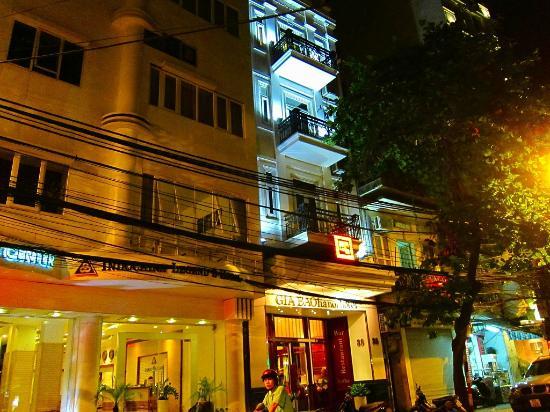 Gia Bao Palace Hotel: こんな細いホテルですが、奥行きは深い、京の町家のような造りです。
