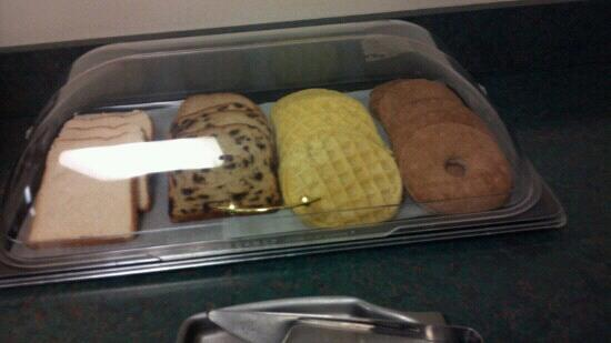 Collins Inn & Suites: Breakfast :-(