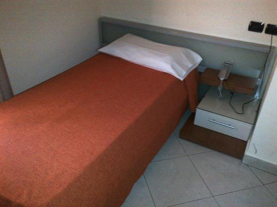 Hotel Del Corso: the smallest broken bed!