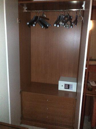 Hotel Del Corso: wardrobe