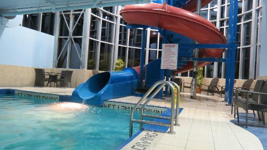 Quality Inn & Suites Bayer's Lake: slide again
