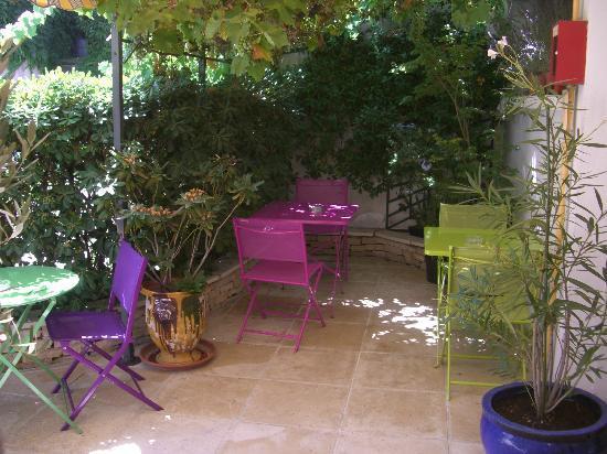 Hotel du midi bewertungen fotos preisvergleich salon for B b hotel salon de provence