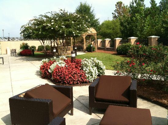 Courtyard by Marriott High Point: Back of hotel 1