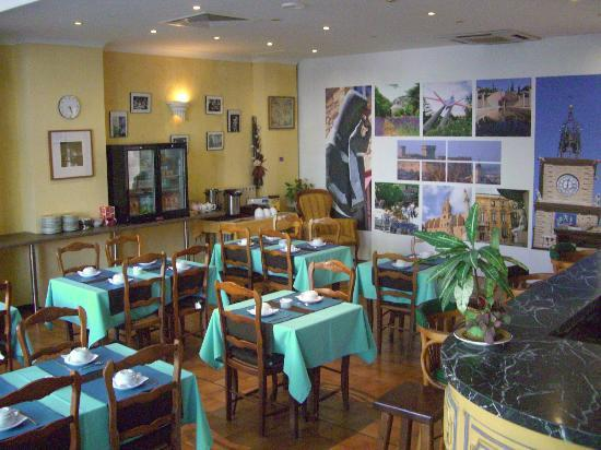 Salle petit d jeuner photo de hotel du midi salon de for B b hotel salon de provence