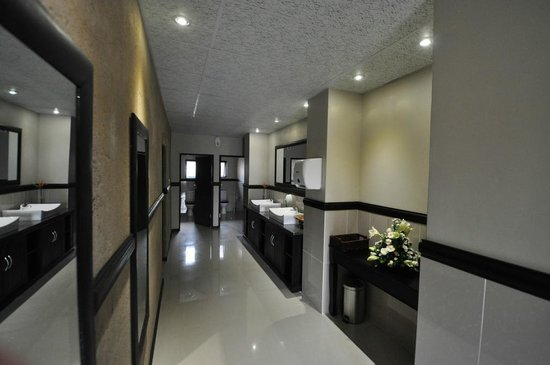 Leriba Hotel: Conference venues bathroom