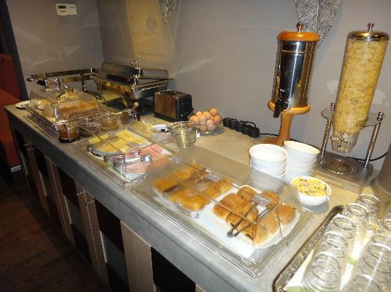 Areos Hotel: Breakfast