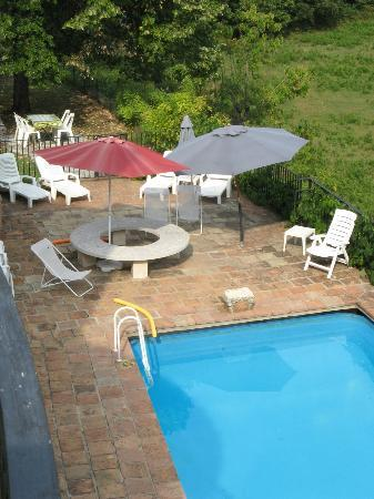 Domaine de Bussas: Pool & Sun Patio