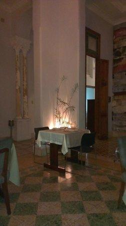 el chansonnier: The main dining room