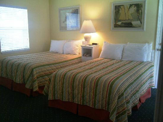 The Innlet on the Waterfront: Standard room w/ two beds.