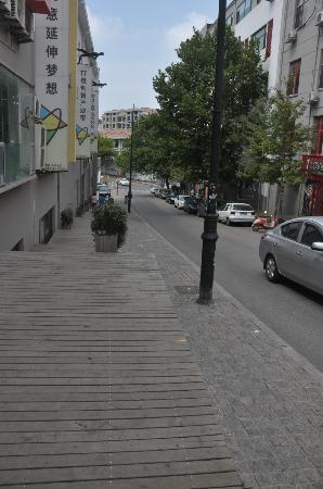 My el Qingdao: Landmark - direction to the hotel -