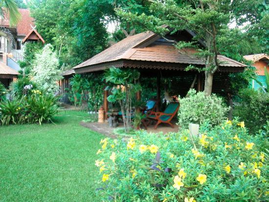 Viang Yonok Hotel, Restaurant, Sports Club: Bungalows, Garden, Viang Yonok Hotel Chiang Saen Thailand