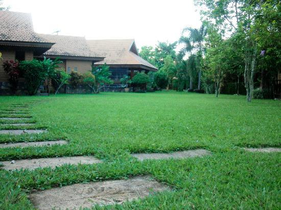 Viang Yonok Hotel, Restaurant, Sports Club: Garden and Bungalows, Viang Yonok Hotel Chiang Saen Thailand