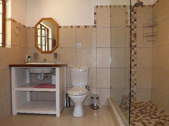 Masescha Country Estate: Birdsong Master Bedroom En-Suite