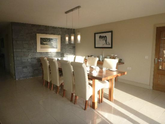 Portmagee Heights: beautiful sunfilled breakfast room