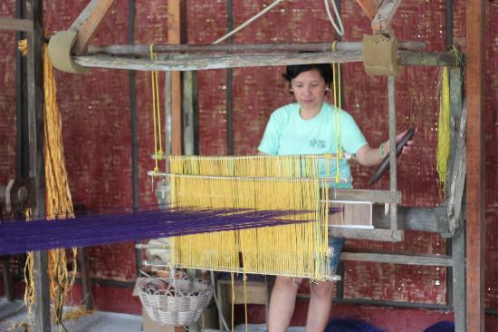 Bohol Bee Farm: weaving