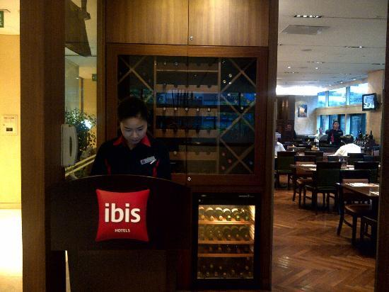 ibis styles Ambassador Seoul Gangnam: Service counter at the Coffee House entrance